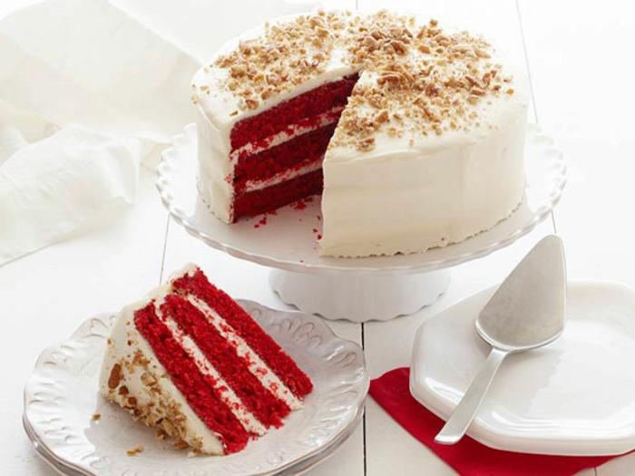 red-velvet-kuchen-rezept-schoene-vorstellung-dient-zum-besseren-geschmack-leckere-desserts-mit-sahne-und-nuesse