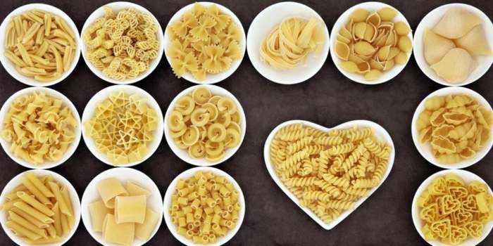 Pasta-Reichtum: verschiedene Arten von Nudeln