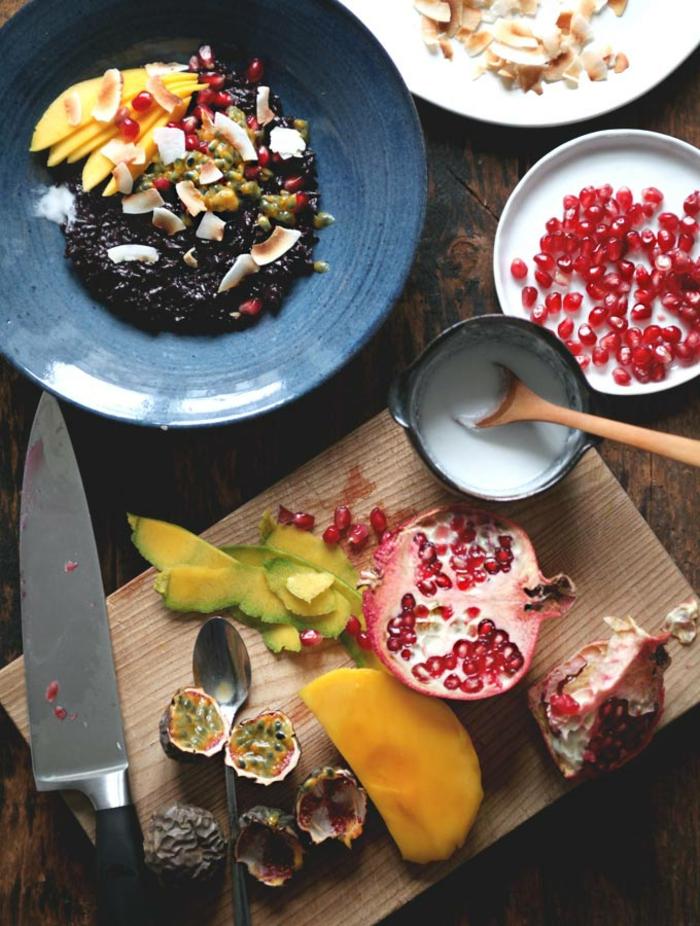 schwarzer reis rezept mit früchten und obst gesunde süßigkeiten zubereiten und genießen papaya