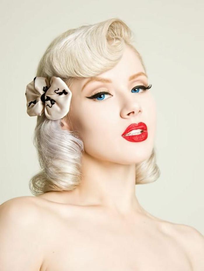 vintage frisuren - frau mit kurzen, blonden haaren und frisur im retro stil