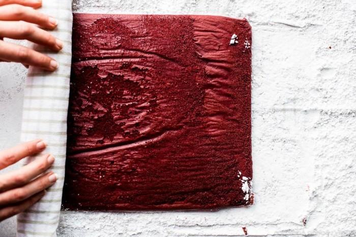 rote-lebensmittelfarbe-beim-backen-nutzen-roter-teig-rollo-machen-davon-rote-nachtischideen-kuchen