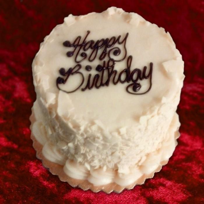 roter-samt-kuchen-mitovtorte-torte-zum-18.-geburtstag-ideen-fuer-maedchen-oder-frau-torte