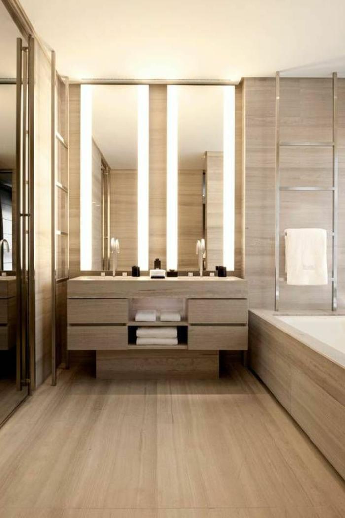 modernes badezimmer in hellbraun mit zwei großen spiegeln mit beleuchtung
