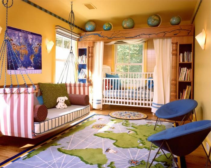 jungenzimmer gestalten ideen für junge der viel reisen wird urlaub machen hängendes sofa dekokissen