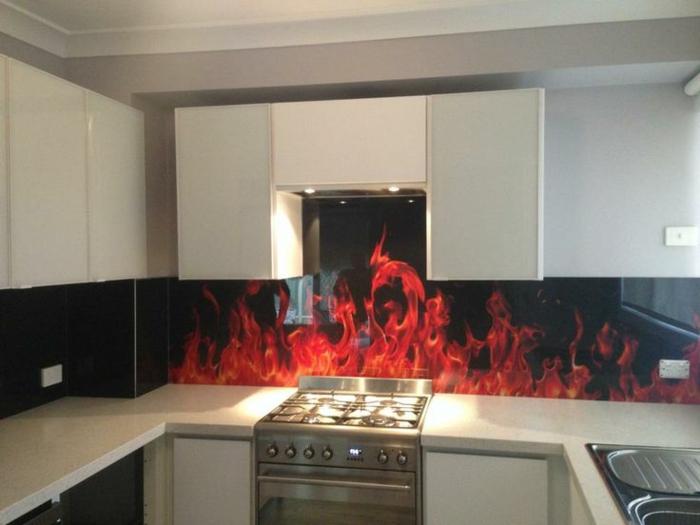 eine originelle idee für die küche - glasrückwand mit feuer