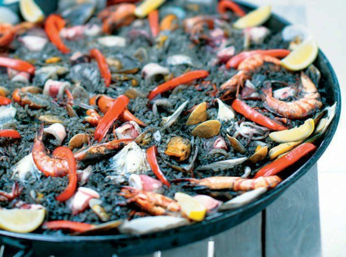 schwarzer reis gesund paella spanische gerichte mit schwarzem reis garnellen meeresfrüchte speise