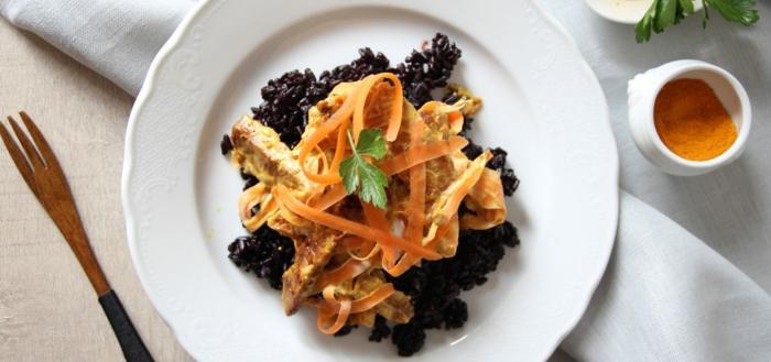 rezept schwarzer reis mit spagetti aus möhren tolle kreative idee für interessantes essen vegan essen
