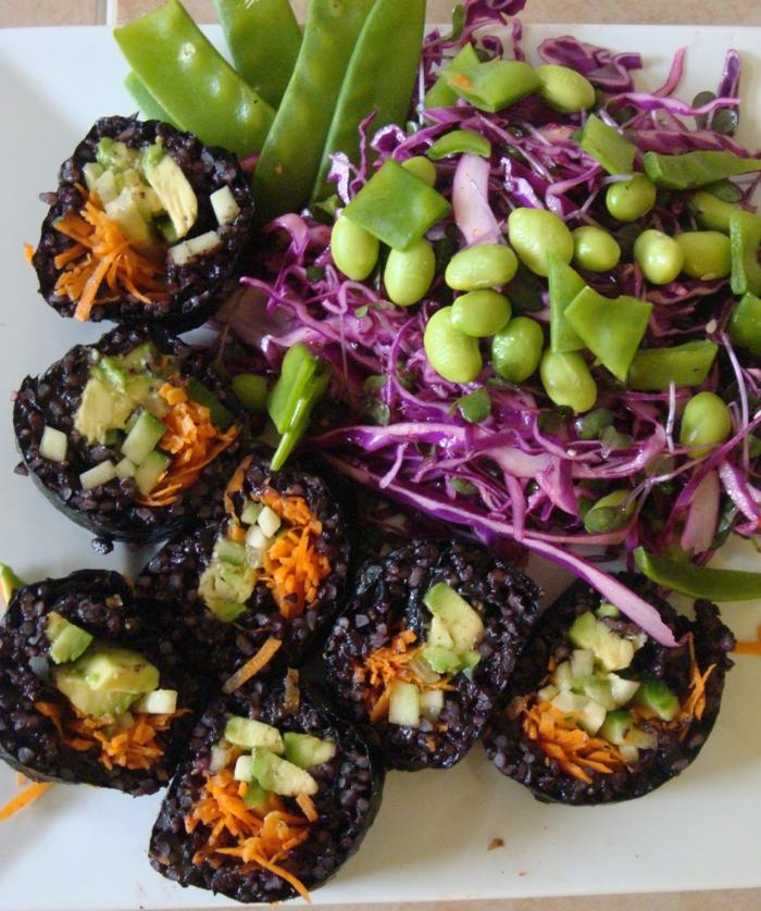 schwarzer reis nährwerte gutes essen gesundheit sushi mit schwarzem reis bohnen beilage kohl