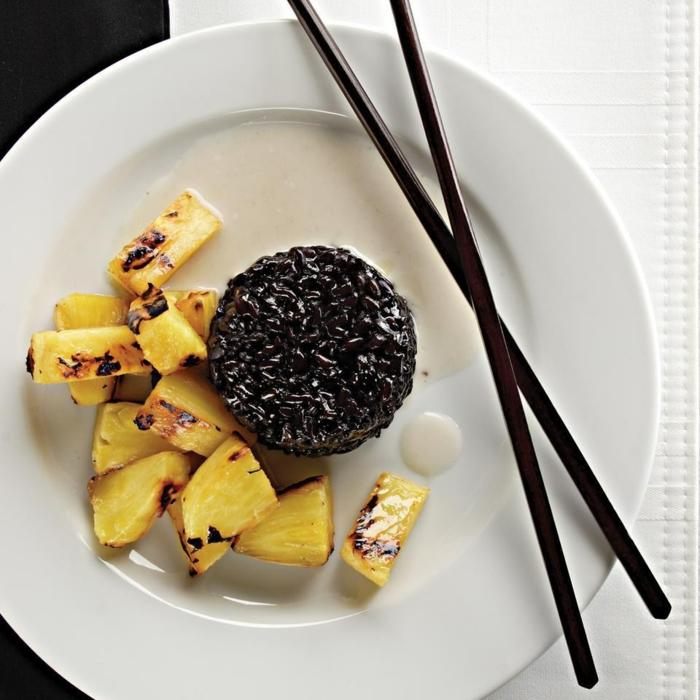 schwarzer reis nährwerte gesunde kombination aus reis und ananas ausgewogene ernährung stäbchen