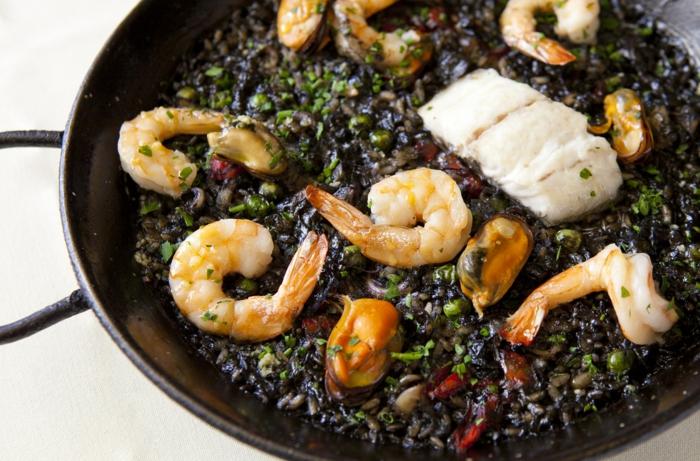 schwarzer reis nährwerte garnelen mit reis muscheln chilli paprika fisch mediteranes essen