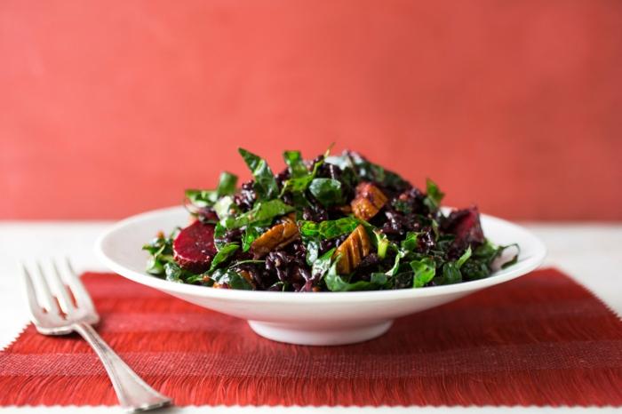 schwarzer reis nährwerte kalorienreicher salat mit reis spinat nüsse rote rübe gesund vitaminenreich