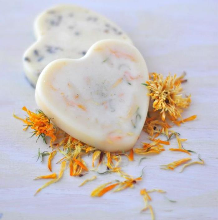 duftende Haarwaschseife in der Form eines Herzens