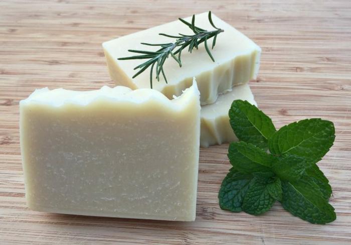 Haarwaschseife mit Olivenöl, Minzextrakt und Rosmarinextrakt