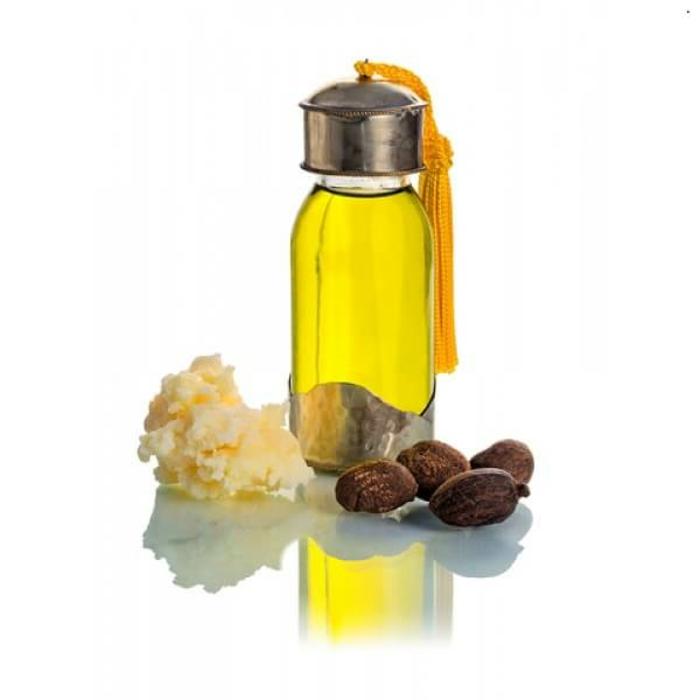 Produkte für Handcreme: ätherisches Öl, Sheabutter und Sheanüsse