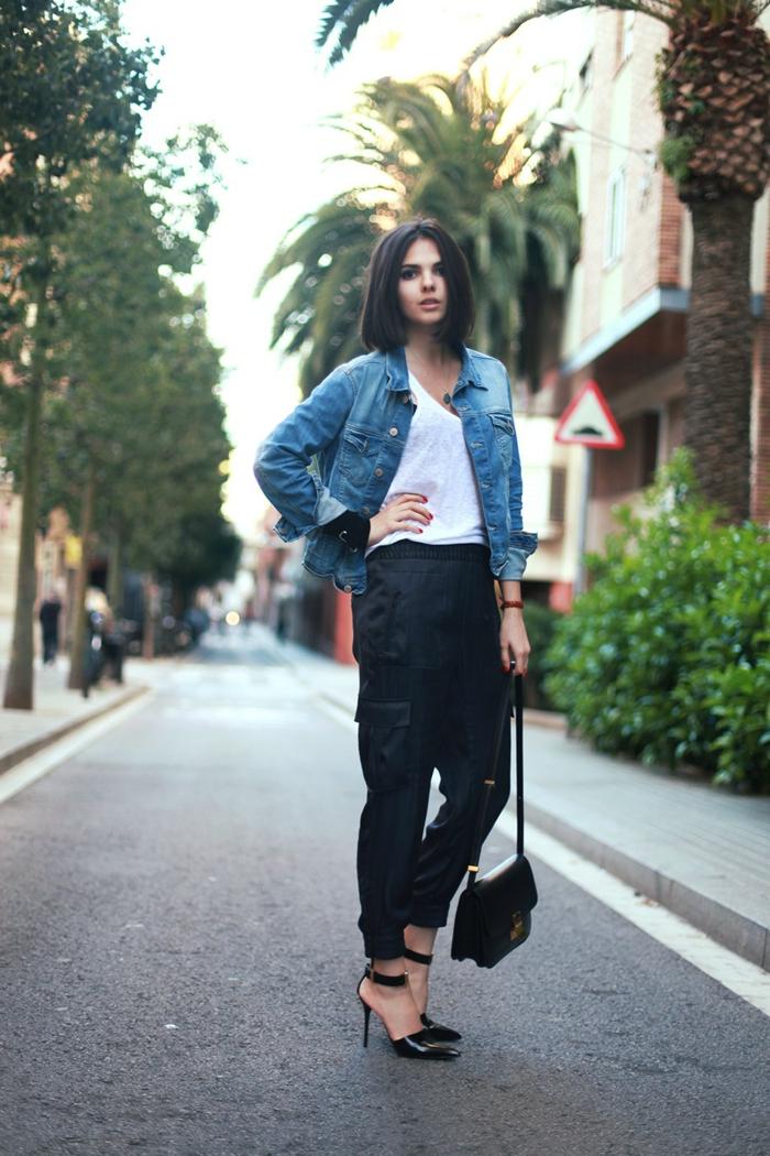 smart casual frauen jeansjacke tasche kleine tasche absatzschuhe top t-shirt hose kurze haare