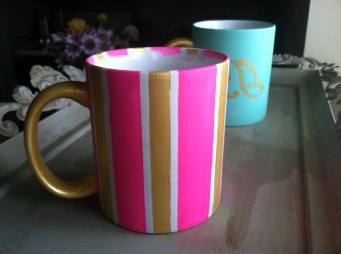 tassen-anmalen-in-rosa-und-goldene-farbe-auf-streifen