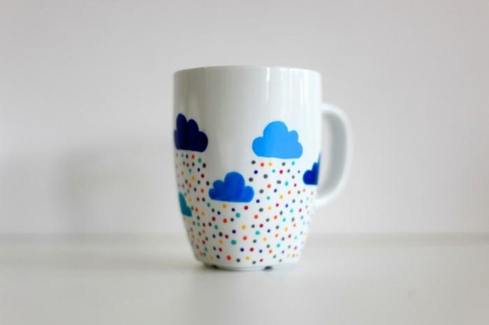 tassen-bemalen-ideen-bunten-regen-aus-blauen-wolken