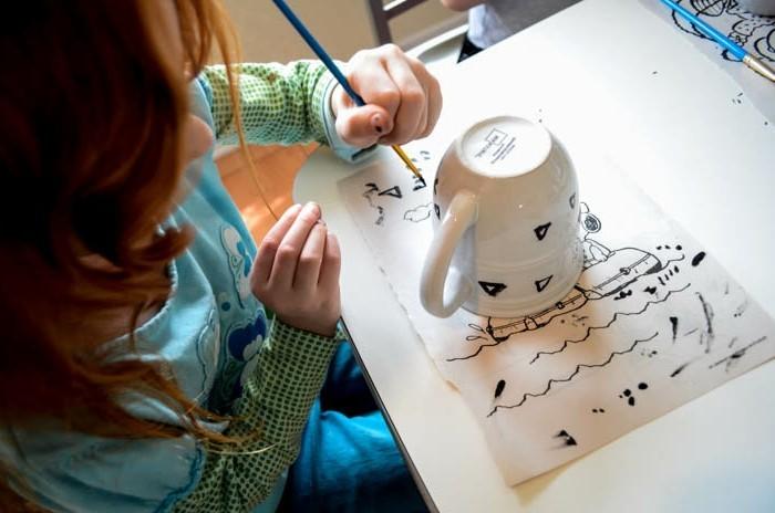 tassen-bemalen-mit-kindern-hilf-mir-es-selbst-zu-tun