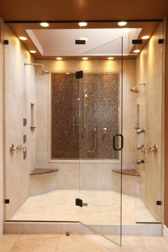 modernes badezimmer in hellbraun mit duschkabinne aus glas