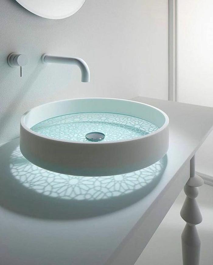 modernes weißes waschbecken aus glas und keramik