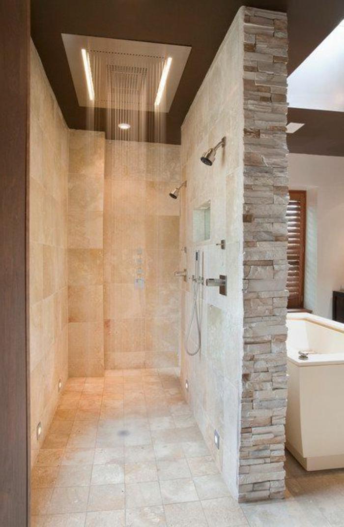 badezimmer gestalten mit fliesen aus naturstein und moderner dusche