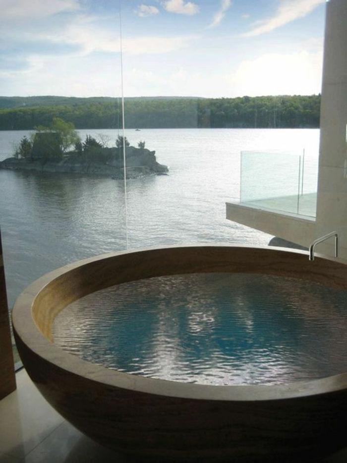 badezimmer inspiraion: runde badewanne und wunderschöne aussicht