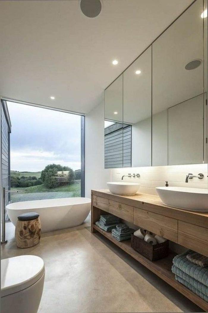badezimmer inspiration: traumbas in weiß und hellbraun mit großem fenster