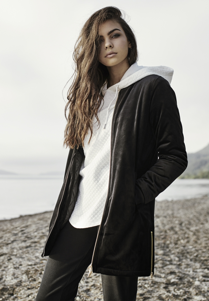 Urban Classics Bekleidung für Damen - schwarze Jacke und weißes Sweatshirt