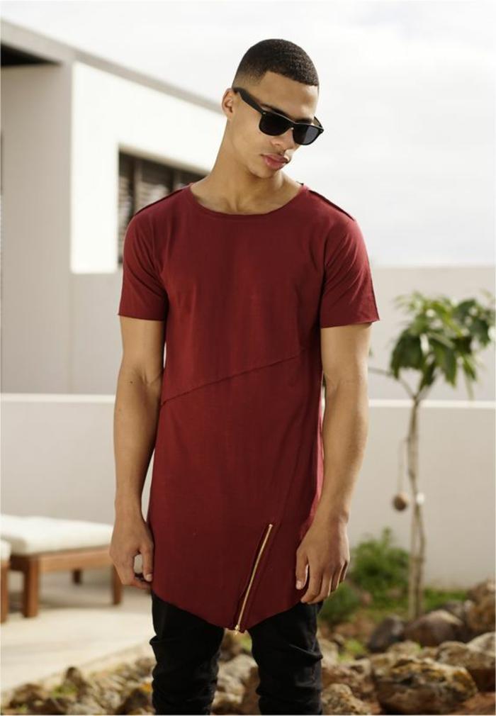 cooles, dunkelrotes T-Shirt von Urban Classics mit originellem Schnitt