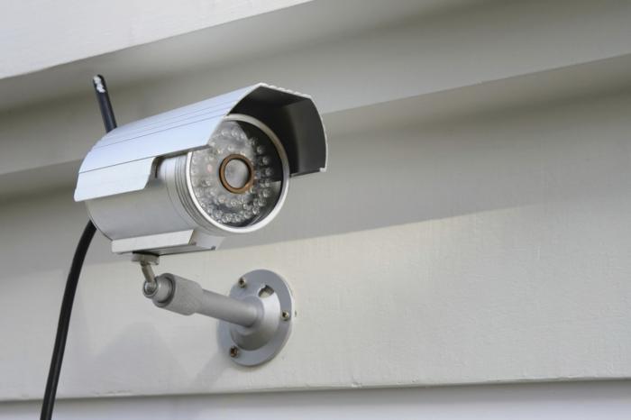 Videoüberwachung mit einer Kamera mit Draht