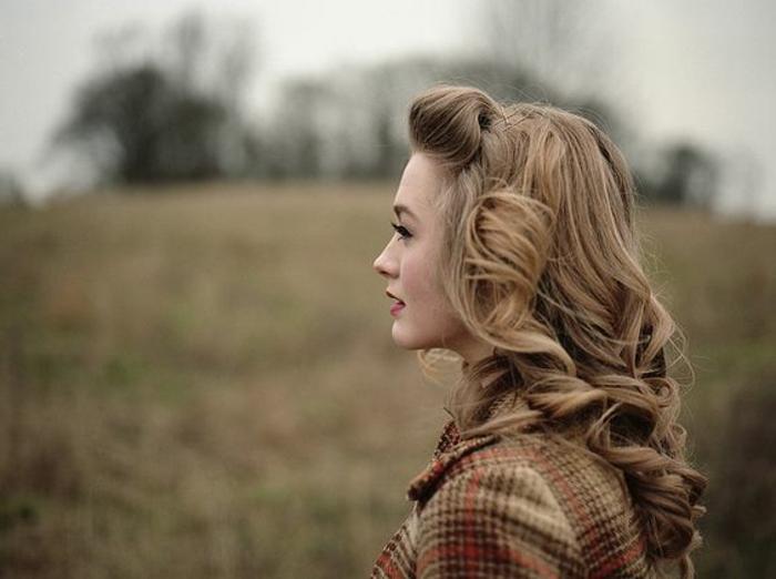 vintage frisuren - dame mit geschmackvoller 50er frisur
