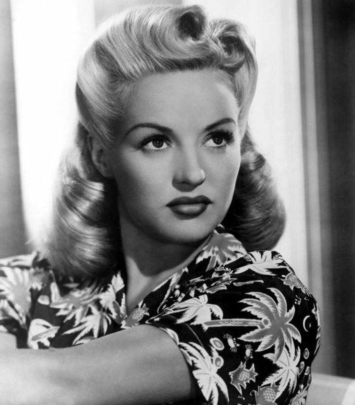 vintage frisuren - dame mit schöner 50er frisur