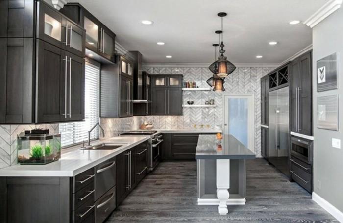 wand-streichen-geometrische-formen-gestalten-farbgestaltung-küche-küchenschranktüren-schwarz