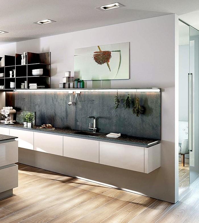 weiße-wand-streichen-küchenrückwand-schwarz-küchenregale-schwarz-laminatboden-schiebetür