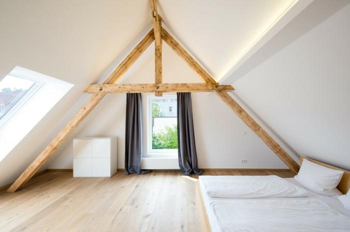 weißes-schlafzimmer-dachschräge-vorhang