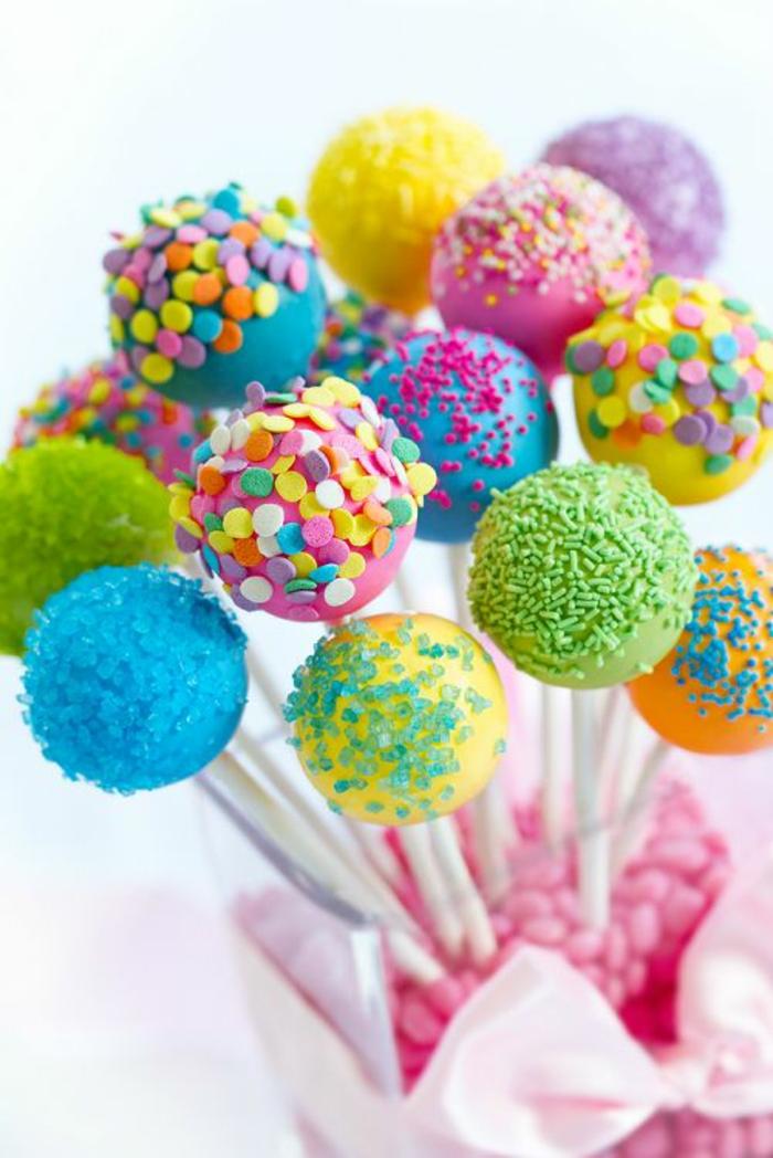cake pops rezepte, bunte glasur, dekorationen, bonbons