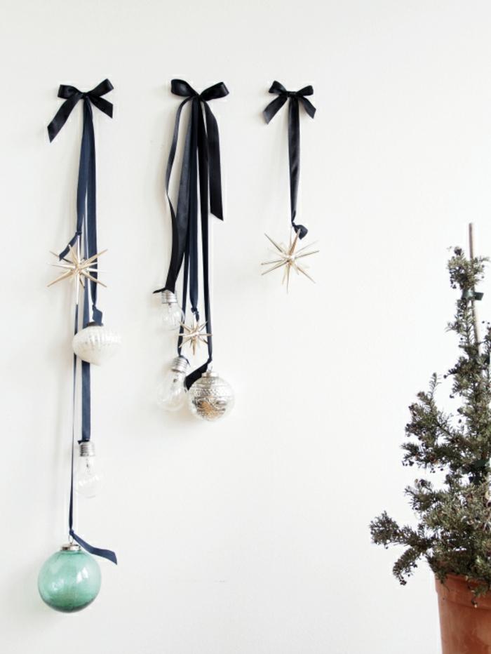 glühbirne deko, dunkelblaue schleife, weihnachtskugel, sterne, birnen