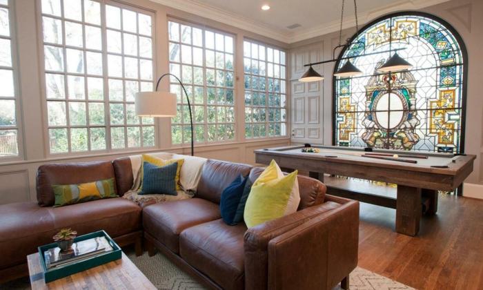 Glasmalerei als Dekoration - Wohnzimmerfenster mit ovaler Form dekorieren