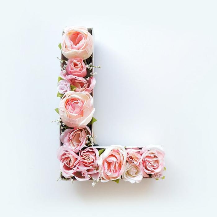 frühlingsdeko basteln, buchstabe aus karton mit rosen