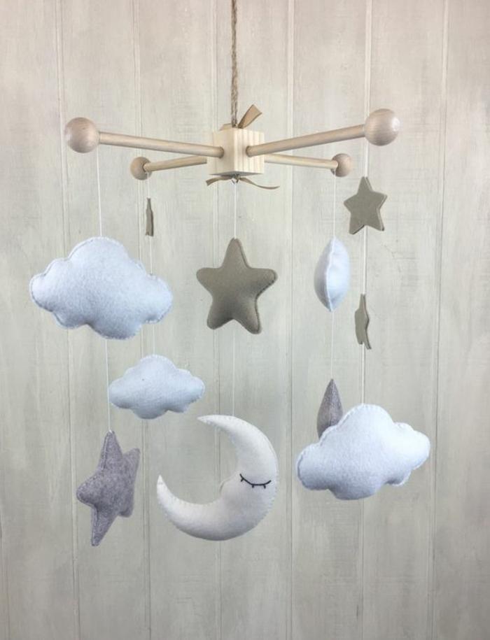 Mobile selber basteln - Wolken und Sterne aus Plüsch und Watte