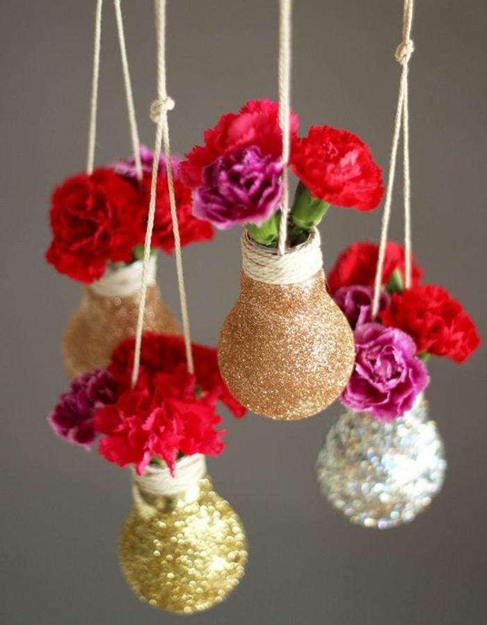 basteln mit glühbirnen, blumen, vasen, brokat, hängende dekoration