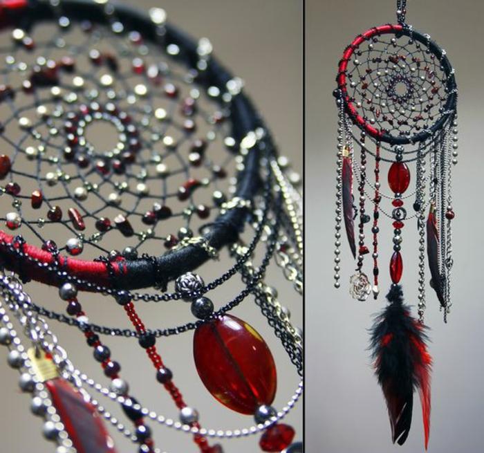 ein wunderschönes Traumfänger-Modell in schwarz-roter Farbe mit vielen Glasperlen und silbernen Schmücken