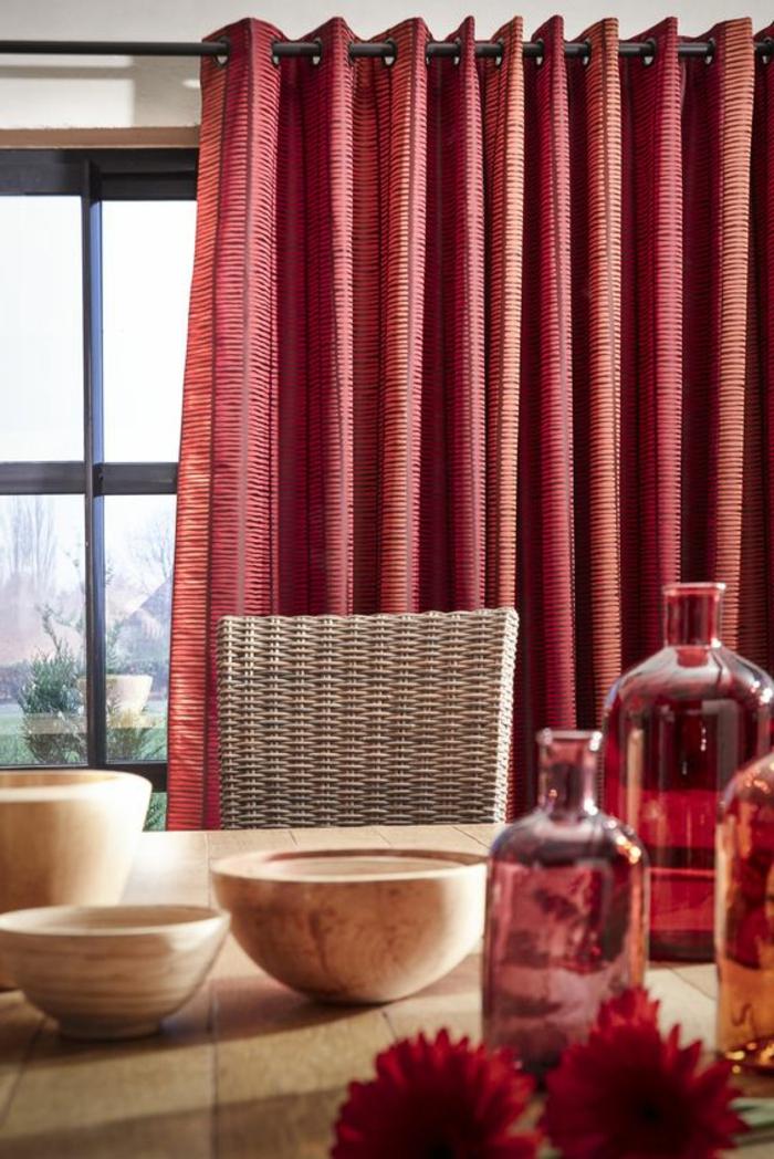 stilvolle und moderne vorhänge in rot für die küche