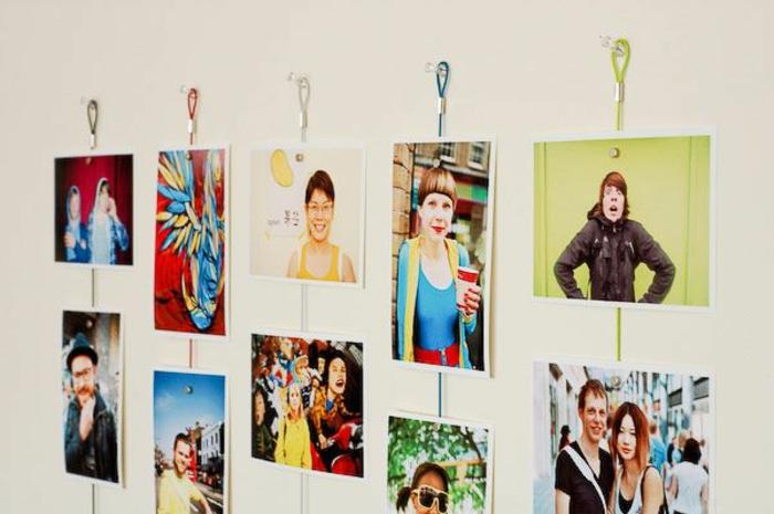 Fotos von Freunden, die auf bunten Schnürre augehängt sind