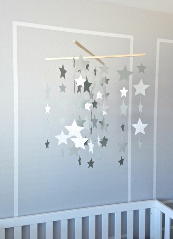 Mobile selber basteln - Sterne aus Bastelpapier