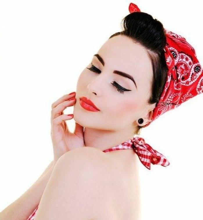 bandana frisuren - rotes kopftuch mit paisley muster, schwarze, haare, retro stil