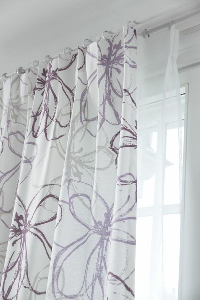 moderne vorhänge in weiß mit interessantem lila mister