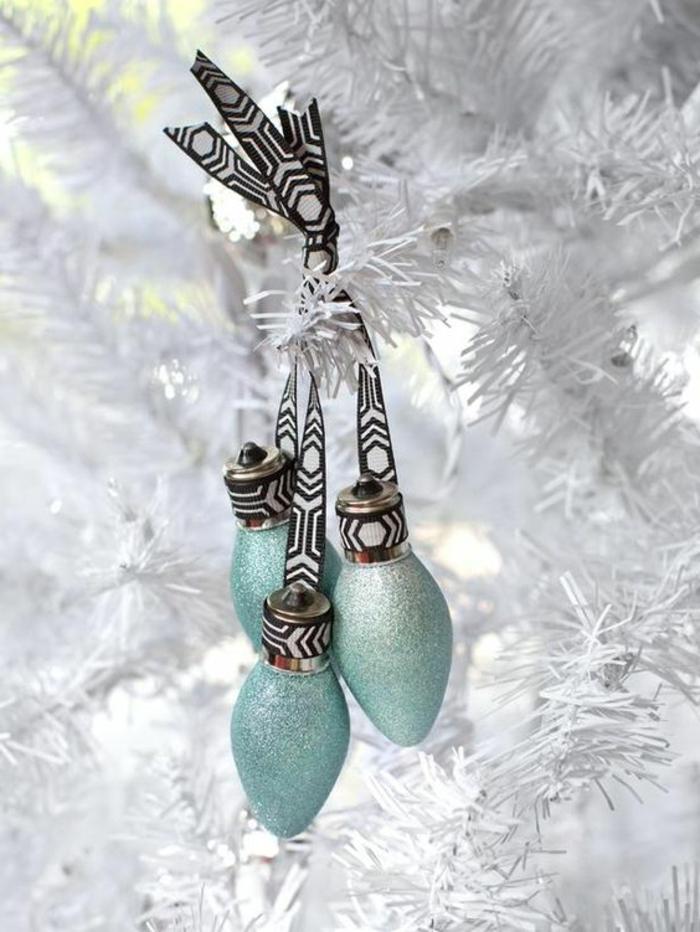 weißer tannenbaum, weihnachtsbaum, weihnachtsdeko, weihnachtskugeln aus birnen