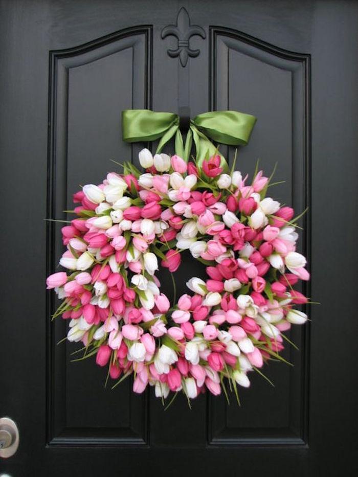 Deko Idee,Kranz aus Tulpen in Weiß und Rosa mit Band