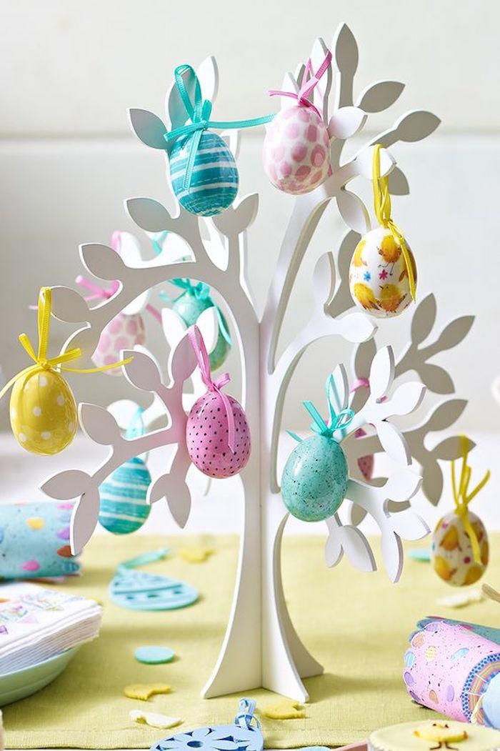 Deko Idee, Osterbaum mit bunten Eiern, Osterdeko